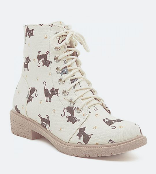 Cute Women's Flat Short Boots With Lace-Up and Kitten Design ❤ Blippo.com Kawaii Shop ❤   sale: http://www.rosewholesale.com/cheapest/preppy-lace-up-and-kitten-434027.html