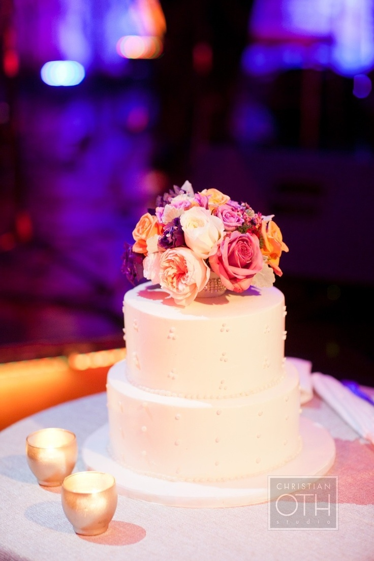 Simple but classic wedding cake. Photography by christianothstudio.com