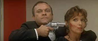 Cité de la peur -  Allo monsieur le préfet, non c'est Serges Karamazov à l'appareil, je suis le responsable de la sécurité ici. Non, voilà on a une prise d'otage, le commissaire Bialles est salement blessé et une attachée de presse maquillée je vous dis pas c'est une horreur.