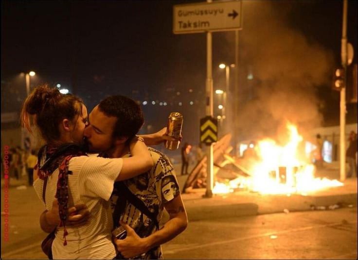 love in #occupygezi #occupygezi #occupytaksim #direngeziparkı #taksimgeziparki #geziparki #direntaksim