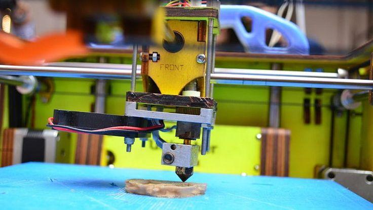 Print PDF Comparée aux imprimantes classiques (2D) avec les technologies laser, jet d'encre ou à sublimation thermique, l'imprimante 3D se révèle être une véritable révolution dans le domaine de l'impression. On parle aussi de technologie disruptive ou...