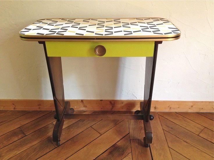 Petite table à roulettes via Wood
