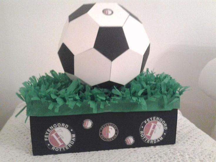 Bekijk de foto van etplus met als titel Sinterklaas suprise voor een voetbal liefhebber. Kan natuurlijk voor elke club! en andere inspirerende plaatjes op Welke.nl.