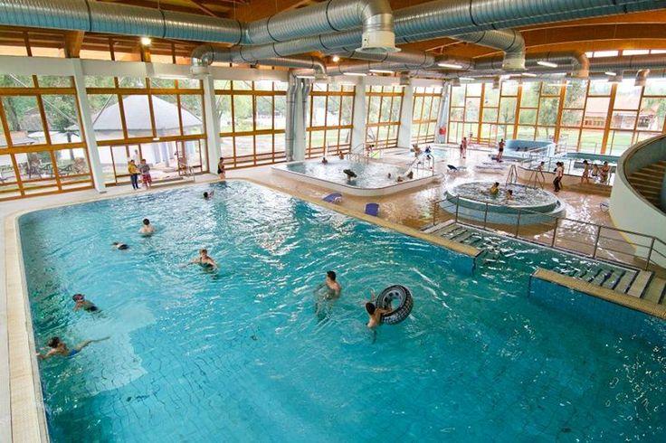 A Túrkeve Termál- és Élményfürdő gyógyvízzel, többféle medencével és wellness szolgáltatásokkal szolgálja a vendégek gyógyulását, kikapcsolódását.