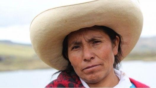 Máxima Acuña, la campesina peruana que ganó el Nobel ambiental