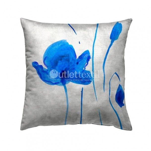 Cojín Decorativo 9101B Zebra Textil. Funda de cojín decorativo de estampado digital de unas flores en tonos azules. Perfecto para combinar con la funda nórdica 9001 Zebra Textil.