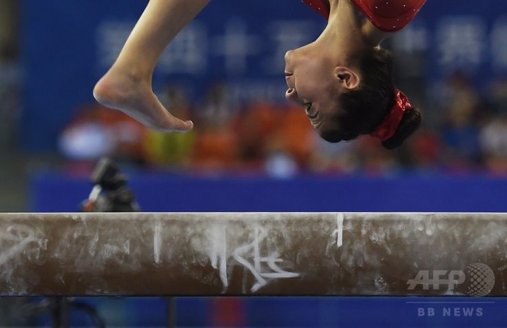 Britain's Claudia Fragapane performs on the beam during the women's qualification round at the Gymnastics World Championships in Nanning, in China's southern Guangxi province on October 6, 2014. (c)AFP/Greg BAKER ▼13Oct2014AFP|【写真特集】カメラがとらえた世界体操のワンシーン http://www.afpbb.com/articles/-/3028472