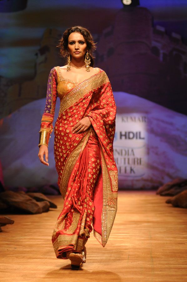 Another long sari blouse that I tragically do not own. Love the patterns ... wouldn't make it so low-cut though. Kinda defeats the reason for a long blouse ...