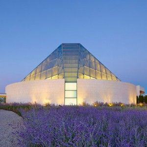 Charles Correa's crystalline Islamic centre joins the Aga Khan Museum in a Toronto park