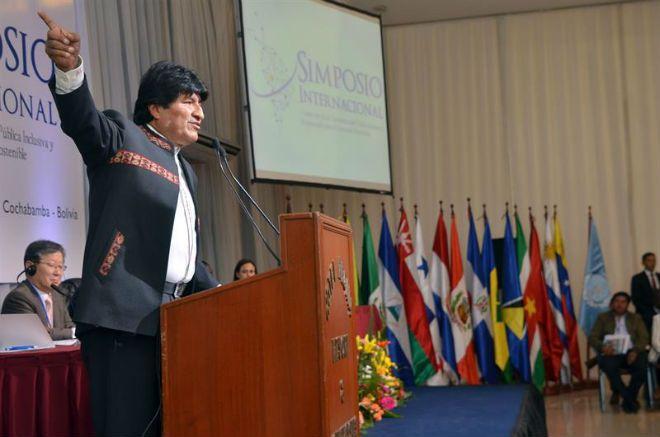 Opera Mundi - Evo Morales solicita reunião de emergência da Unasul 'para defender democracia brasileira'