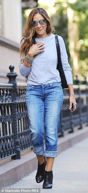 Sarah Jessica Parker guides her daughters Marion and Tabitha to school #dailymail