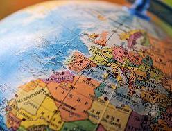 Sterfte aan hart- en vaatziekten neemt wereldwijd toe  In 2013 stierven wereldwijd 17,3 miljoen mensen aan cardiovasculaire ziekte, dat is 41% meer dan in 1990 (12,3 miljoen). In diezelfde periode nam het aantal sterfgevallen met 39,3% af dankzij epidemiologische veranderingen, zoals betere zorg en betere leefstijl  Alleen Centraal- en West-Europa zijn erin geslaagd om het aantal sterfgevallen daalde.   https://www.ntvg.nl/artikelen/nieuws/sterfte-aan-hart-en-vaatziekten-neemt-wereldwijd-toe