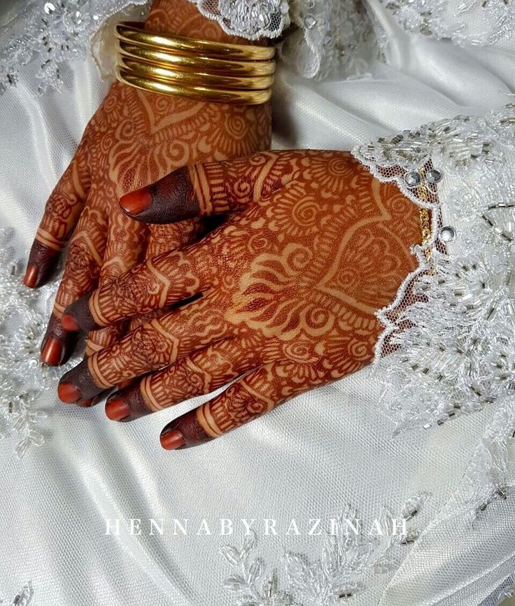 Beautiful Fresh Henna Stain My fellow beautiful brides! Bookings are open for August - October 2017!☺️ PM or email me for enquiry! . #Hennabyrazinah #hennatutorial #hennasg #sghenna #sghennaartist #hennaartist #hennainspire #hennadesign #hennadesigns #simplehennadesigns #hennalookbook #simpledesigns #mehndi #mehendi #mehndihenna #inai #inaipengantin #design #designs #bridalhenna #bridal #wedding #weddinghenna #hennastain #hennafeatures #flower #flowers #art #singapore #sg