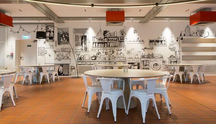 Mensa Beuth - Lichtakzente lenken den Blick auf die attraktive Wandmalerei / Foto: © JOI-Design