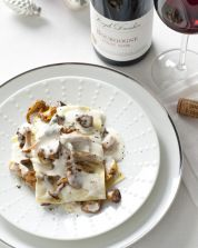 lasagne met paddenstoelen, salie en krokante kalkoen & Pinot Noir