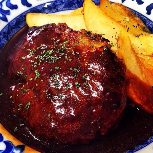2月17日夕食メニュー ⚫︎ハンバーグステーキ デミグラスソース ⚫︎シーザーサラダ ⚫︎オニオンスープ - 8件のもぐもぐ - ハンバーグステーキ デミグラスソース by willpower1945