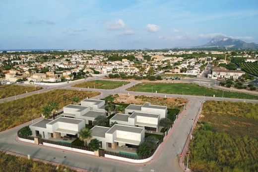New houses walking distance to town and the sea in Els Poblets, Denia region.  Realtors Associated