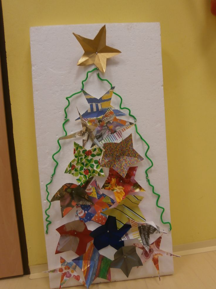 Vánoční strom z papírových hvězd  (podklad- polystyrenová deska)