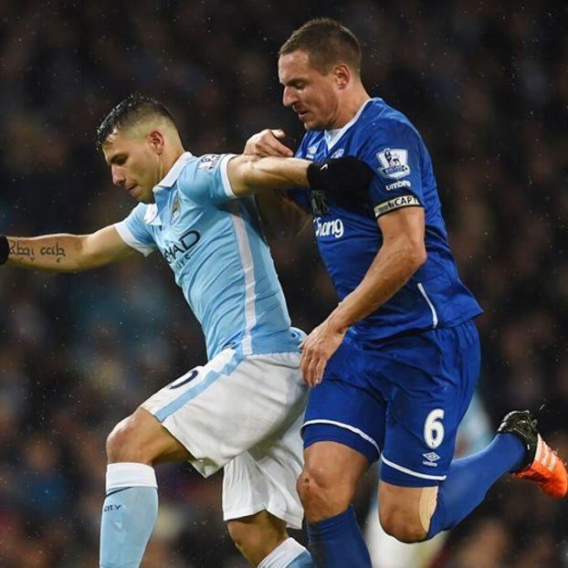 Sergio #Aguero #ManCity contro Phil #Jagielka #Everton