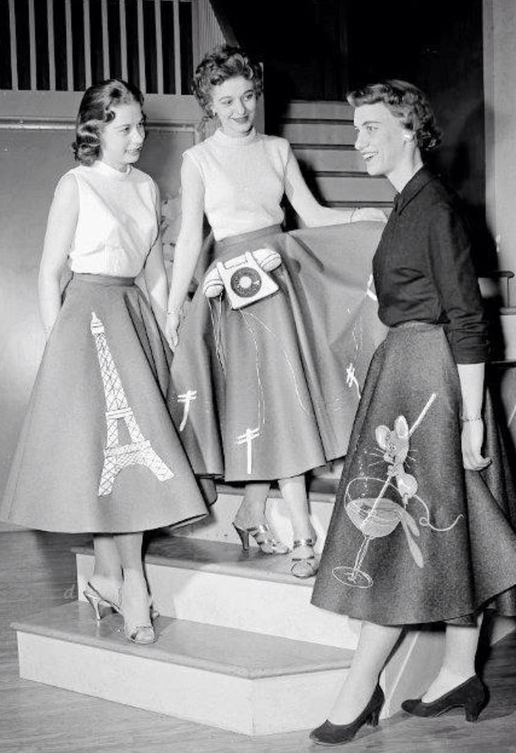 "1950s ""poodle skirts"""