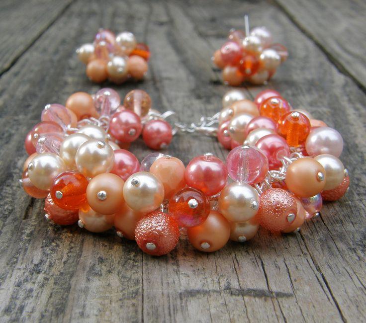 Krása+barev+-+Lososí+Krásný+ketlovaný+náramekse+skleněnými+korálky+vodstínech+oranžové+a+růžové-voskové+perličky,+skleněné+kuličky,+ohňovky.+Náramek+je+výrazný+a+svěží.+Náramek+je+dlouhý+18+cm+++3+cm+prodlužovací+řetízek.+K+náramku+je+možné+nakoupit+náušnice,+které+jsou+také+v+nabídce.+