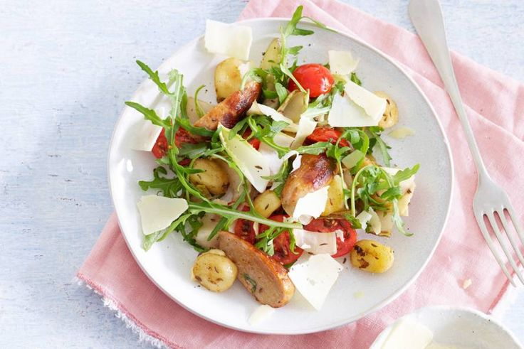 Door de gnocchi te bakken krijgen ze een knapperig korstje - Recept - Allerhande