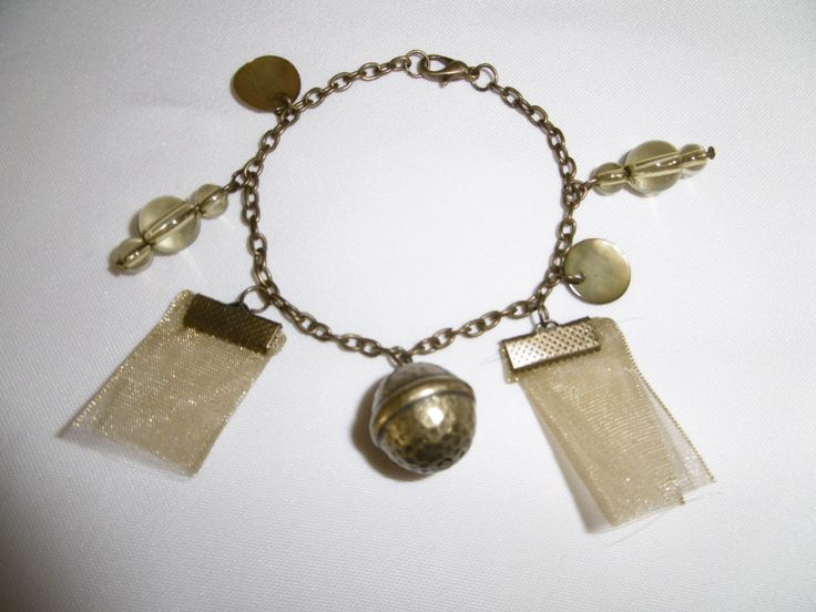 BR 21 Bracelet avec chaîne en bronze, organza, perles en bronze et perles vertes : Bracelet par les-jumelles