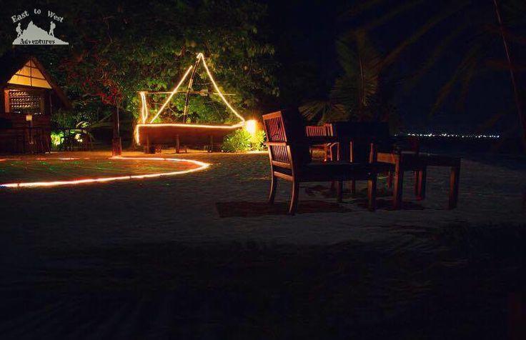 Romantic atmosphere in the Maldives 😍 أجواء رومانسية في المالديف     #easttowestadventures #maldives #travelblogger #travelphotography  To know more about our trip to the Maldives check the blog لمعرفة المزيد عن رحلتنا إلى جزر المالديف يمكنك قراءة المدونة على الرابط http://www.easttowestadventures.com/en/