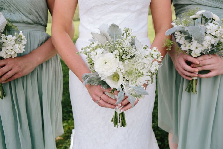 Photo via Project Wedding Amy's pretty dresses and bouquets