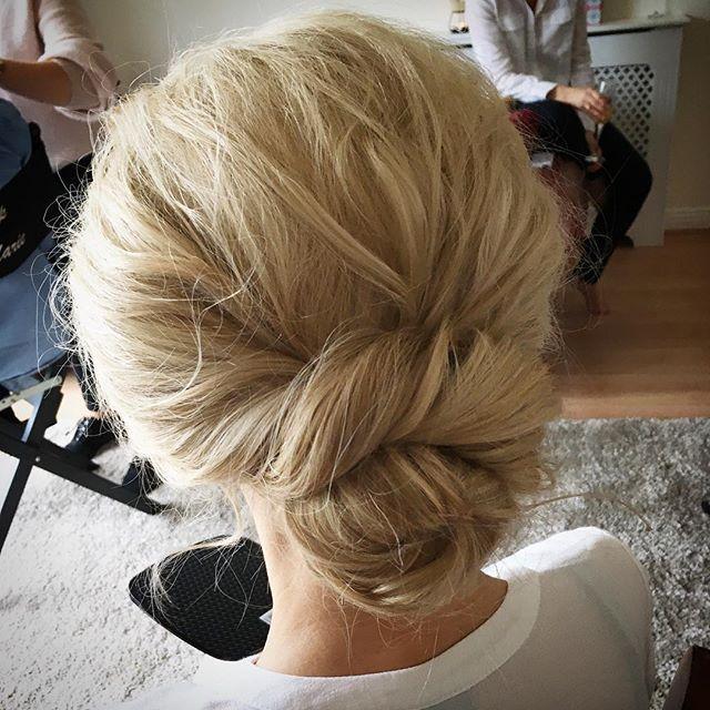 Simple texture ✨ #siansharkeyhairstylist #weddinghair #texture #bridalhair #weddingstyle #bridetobe2018