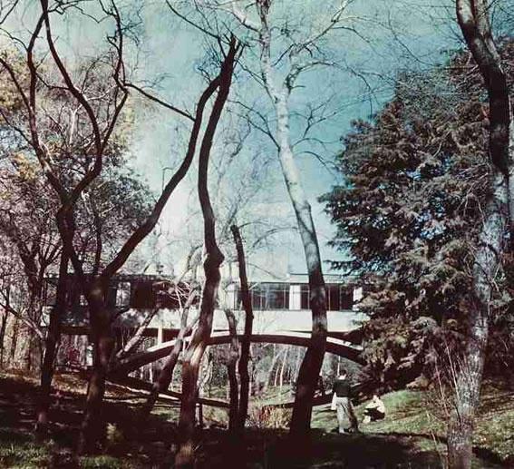 Casa sobre el Arroyo en Mar del Plata, Argentina / Amancio Williams - 1943-1945