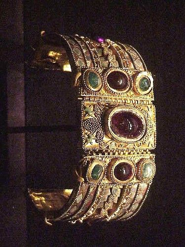 Bracelet from the Olbia Treasure Hellenistic Greek late 2nd century BCE Gold Garnet Amethyst Chrysoprase, glass, enamel
