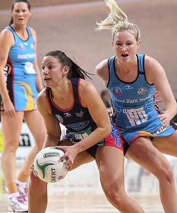 The Melbourne Vixens have all but secured the trans-Tasman netball league's minor premiership with a comprehensive 56-38 victory over the Southern Steel in Invercargill this afternoon.