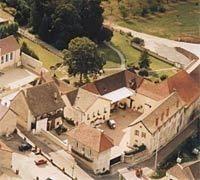 Bouzeron - Domaine Chanzy - Office de Tourisme de Chagny - Site officielDOMAINE CHANZY Viticulteur - Récoltant 1 Rue de la Fontaine 71150 BOUZERON Tél : 03.85.87.23.69 Fax : 03.85.87.62.12 Email : domaine@chanzy.com Site Internet : www.domaine-chanzy.com