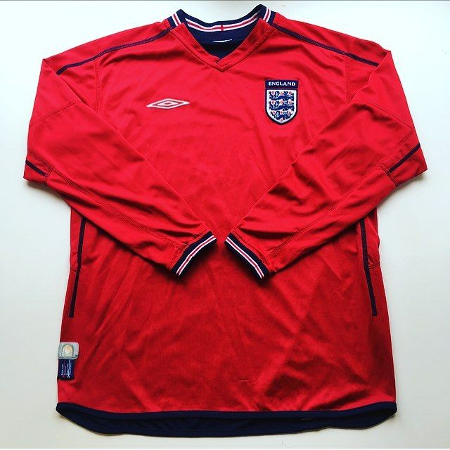 England long sleeved Away shirt 2002/04 - just in 🔴 #england #englandshirt #thereelions #wembley #umbro #umbrofootball #worldcup #worldcup2002 #football #footballshirt #retro #retroshirt #retrofootball #retrofootballshirt #vintage #vintageumbro #vintagefootballshirt #vintagefootball #soccer #soccerjersey #oldschool
