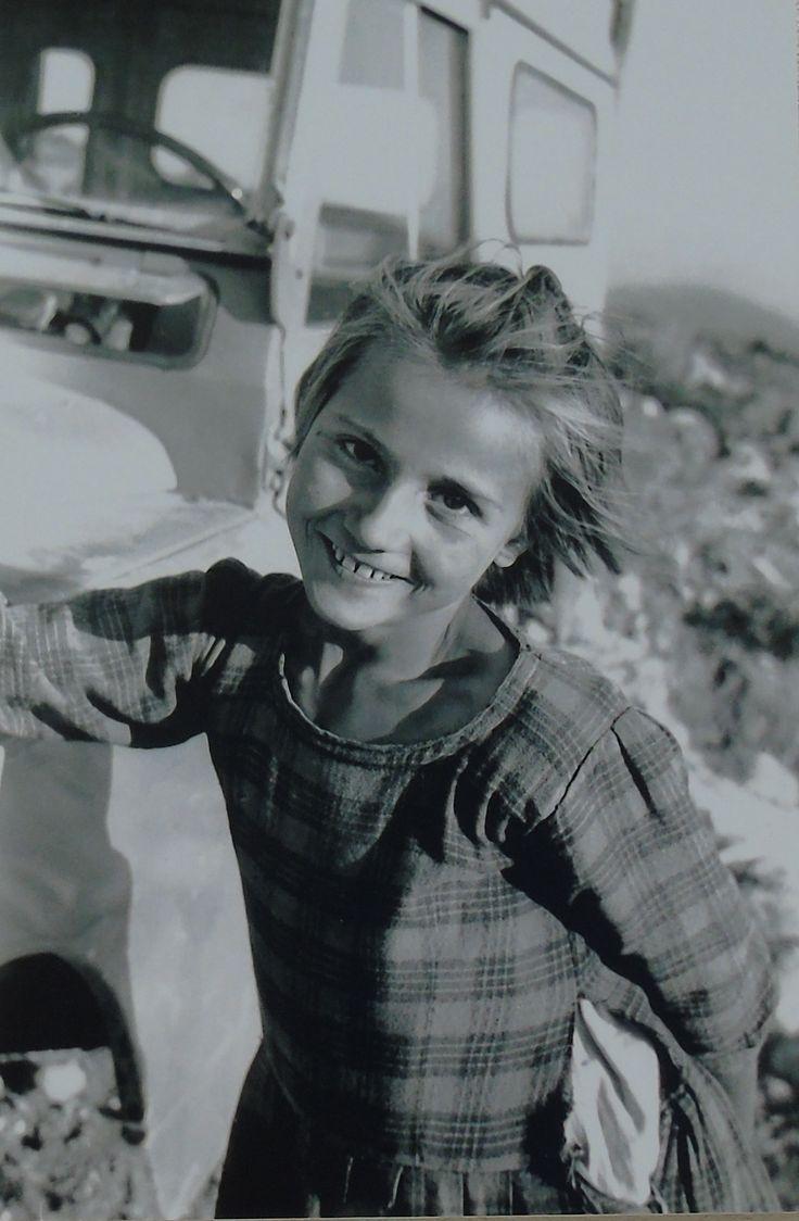 Ένα νεαρό κορίτσι από το Μανάση Λευκάδας. Fritz Berger «Λευκάδα Άνθρωποι και Τοπία» και «Λευκάδα ένα ταξίδι στο χρόνο»