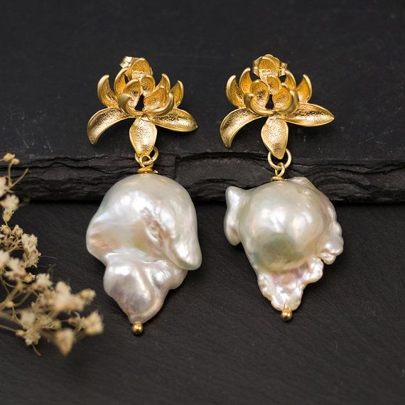 Baroque Pearl Earrings by Delezhen.     http://www.etsy.com/listing/99034700/big-baroque-pearl-earrings-white: