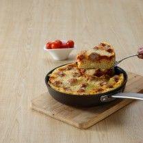 Meatball macaroni bolognaise, gurih dan asam pedas meramaikan kelezatan hidangan ini. janagan ragu untyuk menyantap bersama keluarga.