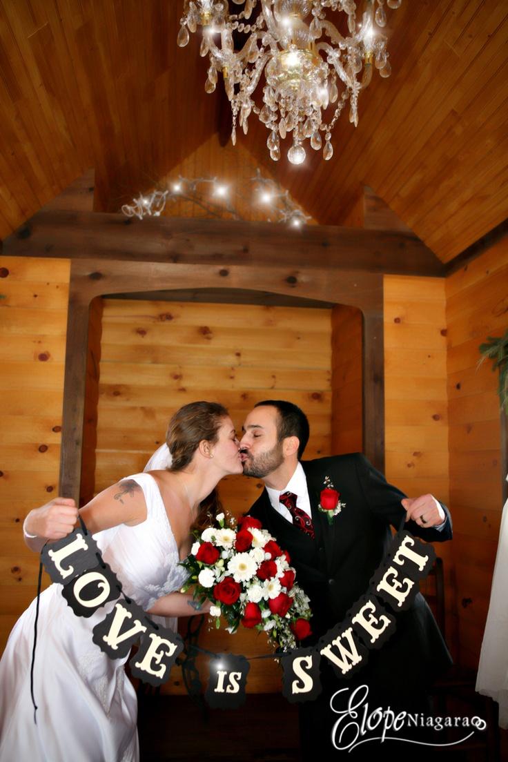 Niagara elopement wedding