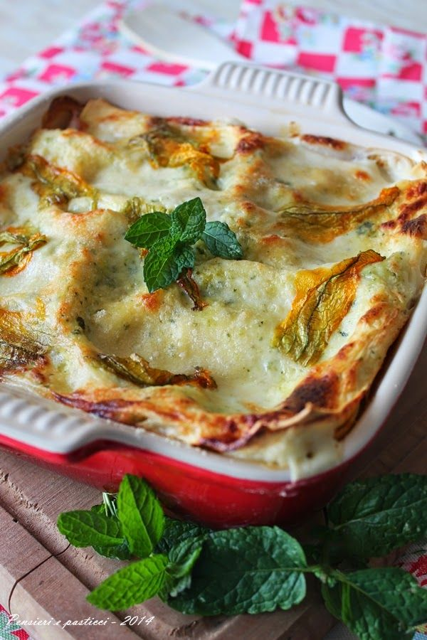 Lasagne con pesto di zucchine profumato alla menta, prosciutto cotto e scamorza | Pensieri e pasticci