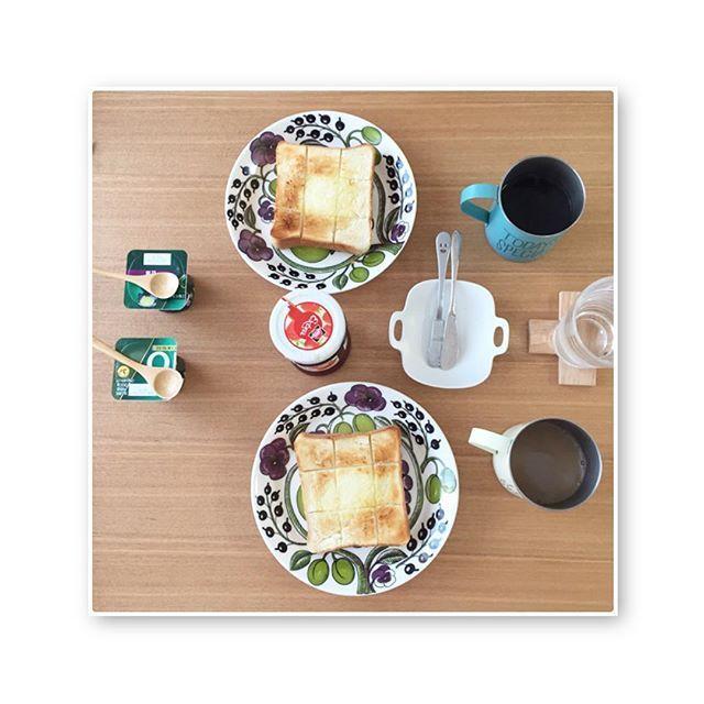 2016/12/04 10:10:36 yoshico0356 ・ 朝ごぱん☕️ 名残惜しいペリパン🍞 シンプルに食べるのが美味しいって幸せ。 . #pelican #ペリカン #食パン #夕ごぱん #ペリカンパン #balmuda #todaysspecial #arabia #arabiaparatiisi #purpleparatiisi #paratiisipurple #toast #バルミューダ #iihoshiyumiko #パラティッシ #パープルパラティッシ #ペリカン #ペリカンパン #breakfast #あさごはん #朝ごパン #パン