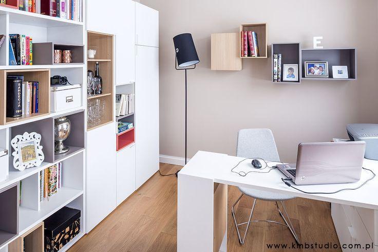 Biuro, domowy gabinet, pracownia, aranżacja wnętrz, pokój do pracy. Zobacz więcej na: https://www.homify.pl/katalogi-inspiracji/23515/homify-360-przytulne-ale-i-nowoczesne-wnetrze-domu-w-kryspinowie