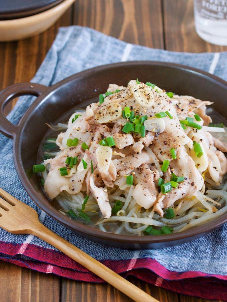 重ねて蒸すだけ♪『豚バラともやしのガーリックペッパー蒸し』 by Yuu | レシピサイト「Nadia | ナディア」プロの料理を無料で検索
