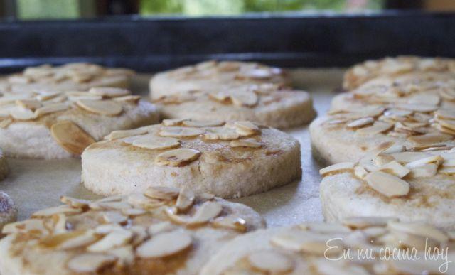 Los mantecados son unas galletas hechas con manteca muy tradicionales en Chile. Me encantaban cuando chica porque se deshacen en la boca.