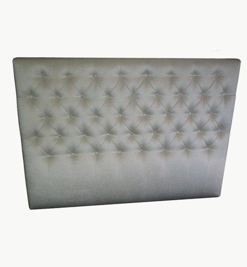 Specialdesignad sänggavel, bredd 180 cm, höjd 130 cm Beslag för upphängning på väggen ingår. Sammet: Ballroom Blitz från Nevotex Färg: nk-0008