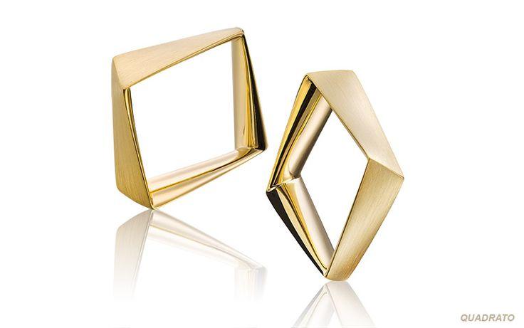 Vierkante ringen die heerlijk zitten dankzij de comfort fit afwerking aan de binnenkant. Kom ze maar eens passen in onze trouwringenstudio in Amersfoort of Veenhuizen. Met vierkante trouwringen trek je de aandacht!