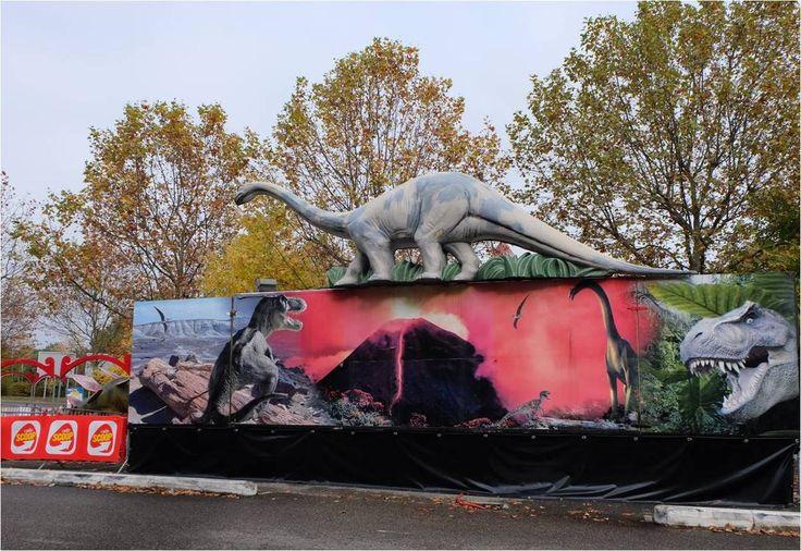"""Je crois bien que cela fait plusieurs années que je vois passer cette affiche pour l'expo """"Le monde des dinosaures"""". Jusqu'ici je l'avais gentiment ignorée, freinée par le tarif (8€ pour les adultes et 6 € pour les enfants) et par l'idée qu'une expo sur..."""
