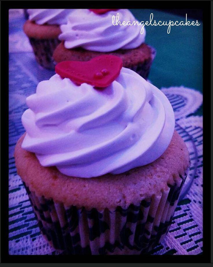 Cupcakes de Pie de Limon para @ccs_tanke78 y Mirian en este dia tan especial.  #cupcake #postres #pasteleria #reposteriacreativa #reposteriaartistica #reposteria #bakery #caracas #ccs #amor #wedding #celticwedding #bodachickytanke