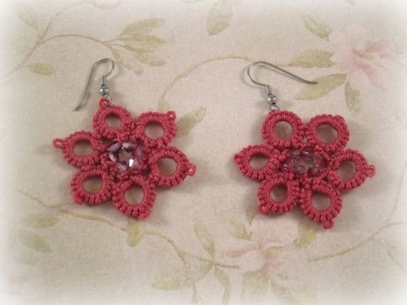 Tatted earrings Flower Power Pink version di TheItalianCraftShop