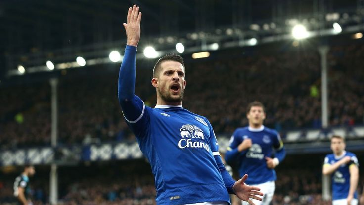 Kevin Mirallas signs new three-year contract to remain with Everton